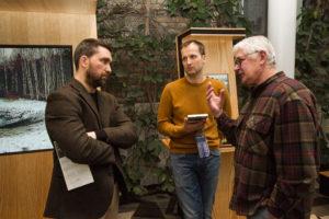 RMK juhatuse esimees Aigar Kallas, näituse üks autoritest, fotograaf Jarek Jõepera ja Looduskalendri vedaja Gennadi Skromnov.